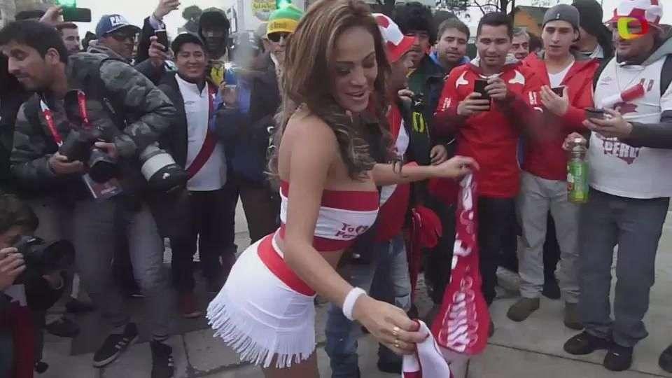 """La """"novia"""" de la Selección Perú revolucionó la previa"""