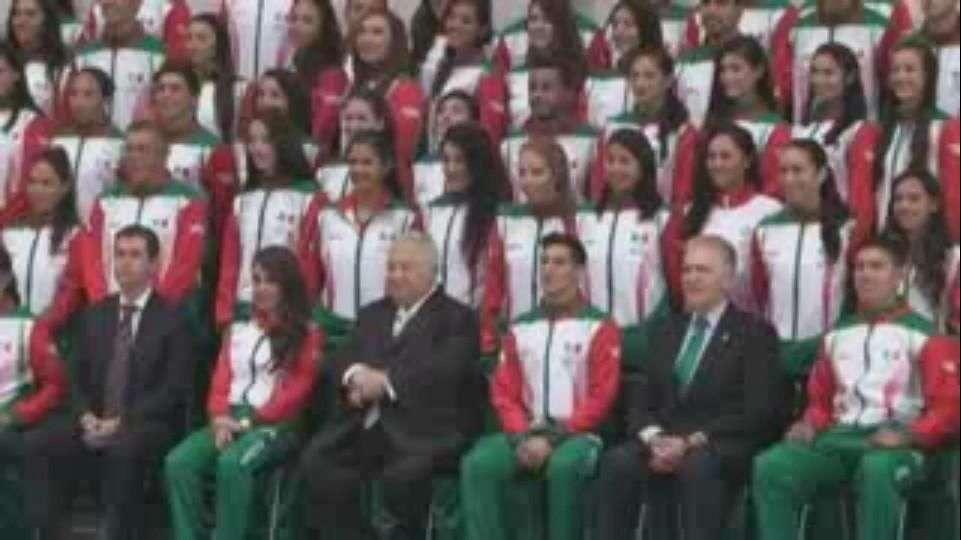 Abanderan a delegación mexicana que participará en Toronto
