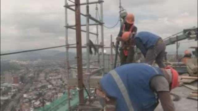 Torre Reforma, una vida al filo del abismo