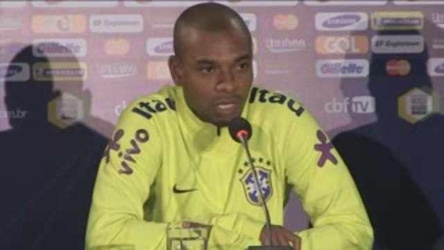 """Fernandinho afirma que Brasil debe tener """"máximo cuidado"""" con Alexis Sánchez"""