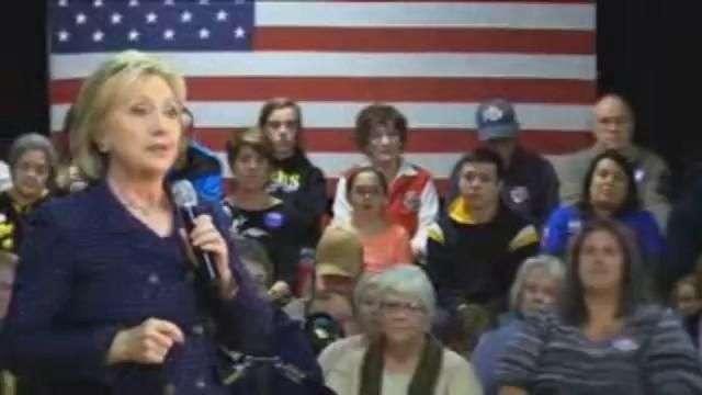"""Hillary vence por la mínima a Bernie Sanders en los """"caucus"""" de Iowa"""