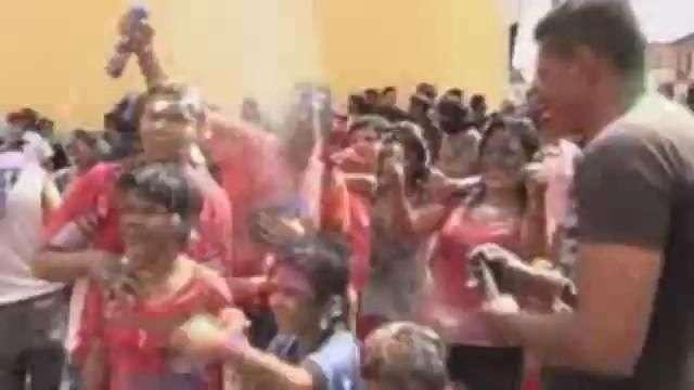 El carnaval de Amaguaña, donde los colores pueden explotar en la cara