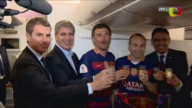 El Barça llega a casa para celebrar el doblete en el Camp Nou