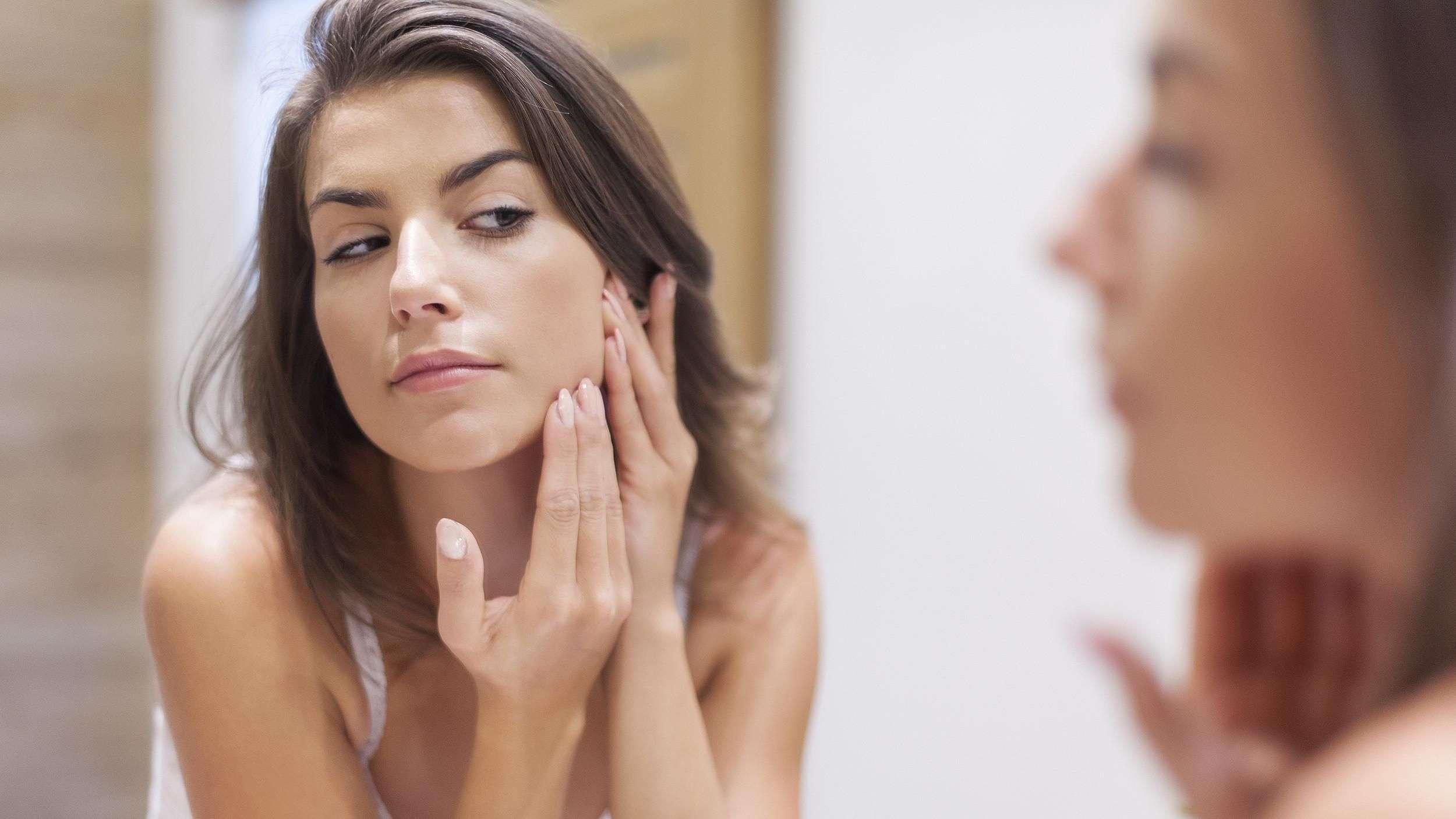 3 hábitos que crean acné