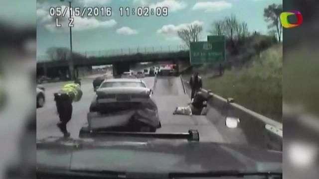 Fue grabado el osado intento de huida de una mujer en su auto en EEUU