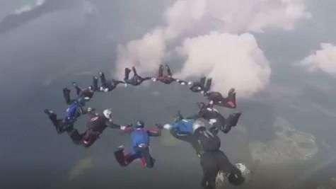 Paracaidistas muestran sus habilidades en torneo internacional