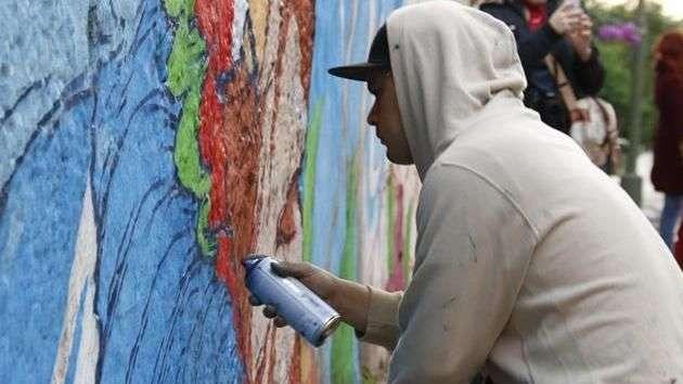 Grafiteros toman calles de Paraguay