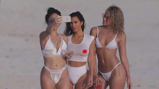 Kim Kardashian en bikini de vacaciones familiares en México