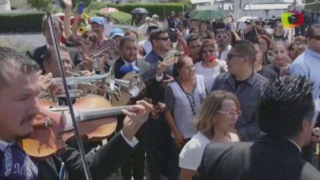 Despiden con mariachis a Juan Gabriel en Los Ángeles