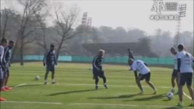 Messi trabaja a doble turno con la selección en Argentina