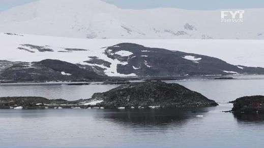 ¡Alerta! Científicos preocupados por aparición de lagos azules