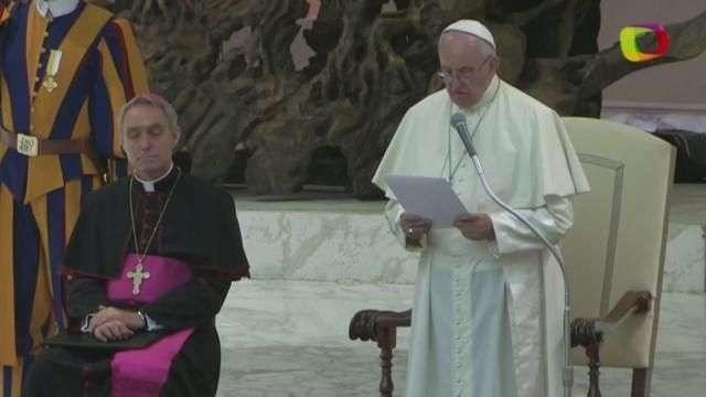 El papa pide diálogo sincero ante familiares de víctimas del atentado de Niza