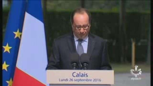 Hollande defiende en Calais el desmantelamiento del campamento de refugiados