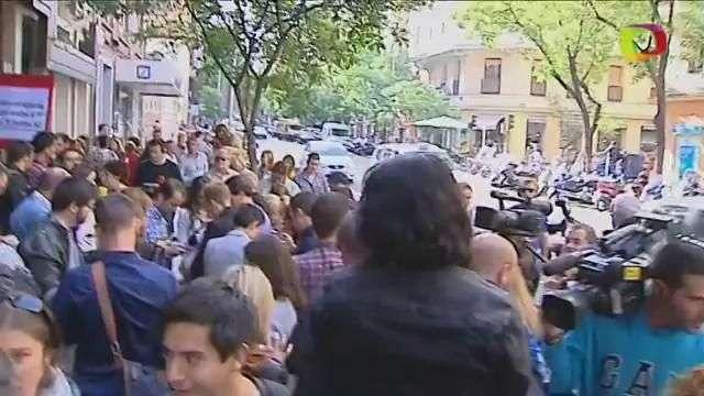 Se intensifica la división del PSOE a las puertas de su sede
