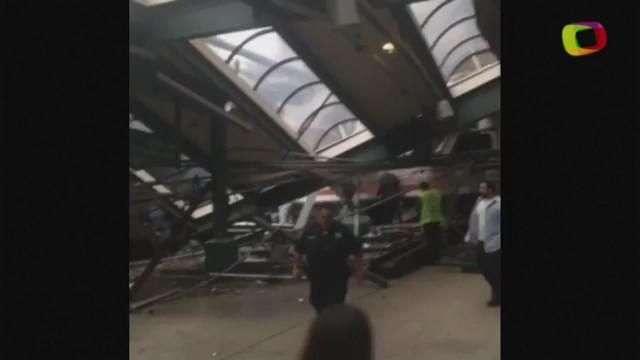 Tren de pasajeros choca contra una estación de trenes en Nueva Jersey