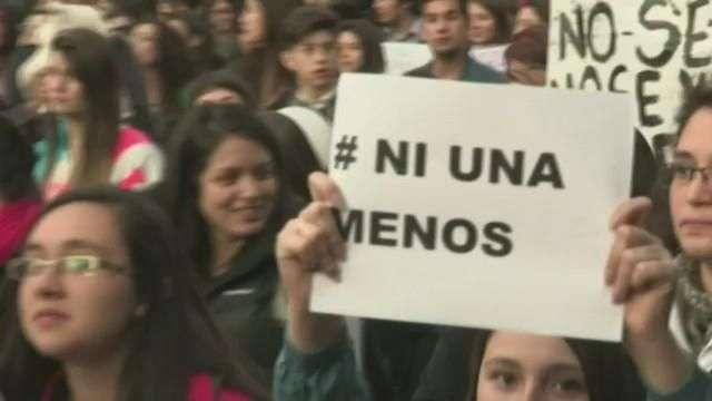 Miles de personas protestan en América Latina contra la violencia machista