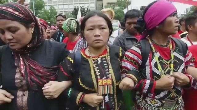 Filipinos se alzan en contra de tropas de EE.UU.