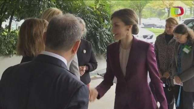 La reina Letizia apoya a los niños en su visita a la sede de la OMS