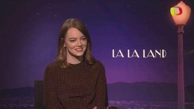 Emma Stone cuenta cómo dar el beso perfecto (VIDEO)
