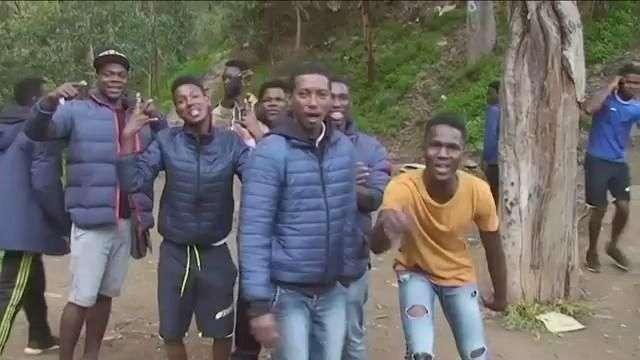 Más de 250 inmigrantes saltan la doble valla de la ciudad española de Ceuta