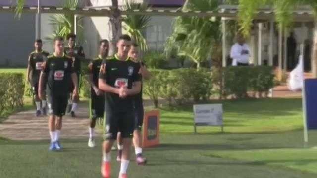 La selección de fútbol de Brasil se prepara para enfrentarse a Uruguay