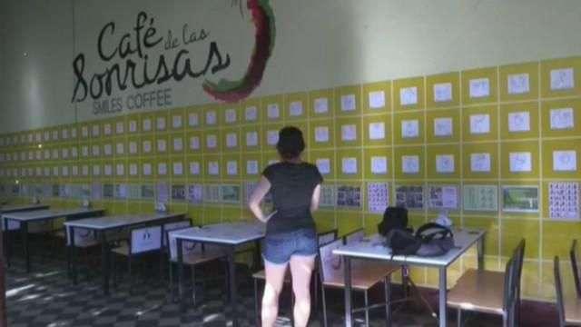 """""""Café de las Sonrisas"""", la primera cafetería en Centroamérica atendida por sordos"""