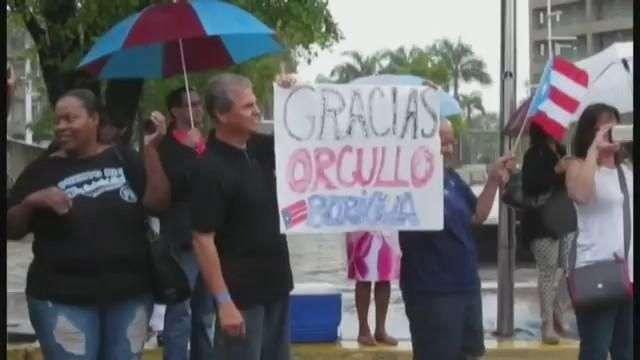Puertorriqueños reciben como campeones a su equipo nacional de béisbol