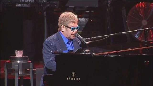 """Elton John cancela próximos conciertos en EE.UU. por una """"inusual infección"""""""