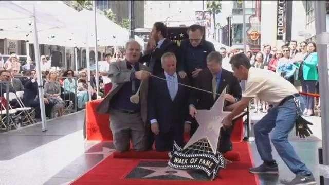 Wolfgang Puck, el chef de los Óscar, recibe estrella en el Paseo de la Fama