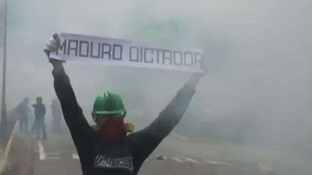 """Entre vítores y violencia, Maduro convoca una """"Asamblea Nacional Constituyente"""""""
