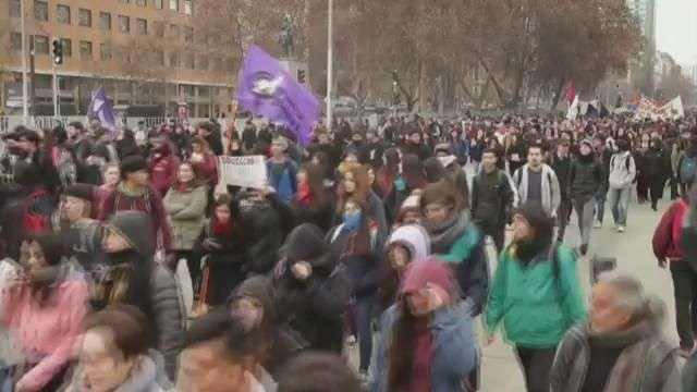 Marchas de estudiantes chilenos dejan al menos 50 detenidos