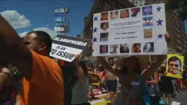 Multitudinario desfile del Orgullo Gay en Nueva York