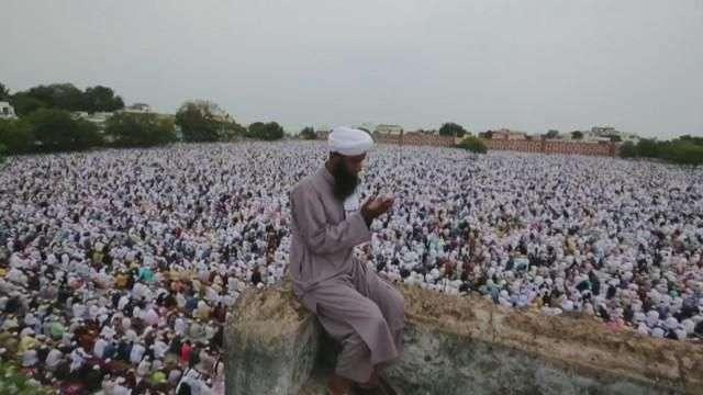 Musulmanes celebran en Asia el fin del Ramadán