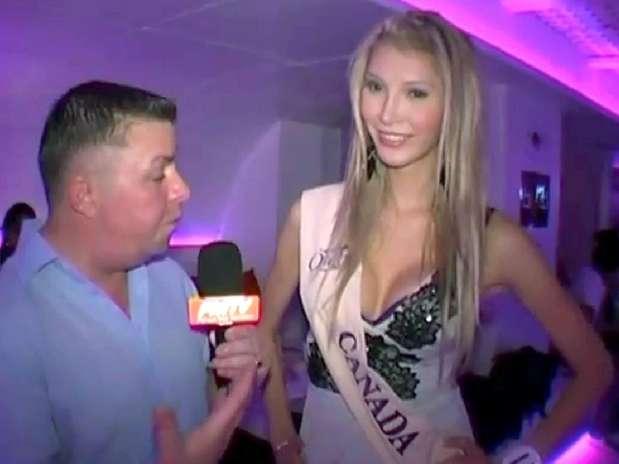 Jenna Talackova ofrece una entrevista durante su participación en un certamen de belleza para transgéneros en Tailandia. Talackova, que nació hombre y cambió de sexo a los 19 años, fue descalificada del concurso Miss Universe Canadá por no cumplir con los requisitos de femineidad.  Foto: Miss Reina Internacional vía YouTube, vía The Canadian Press / AP