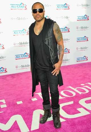 El cantante Lenny Kravitz luce sus brazos bien tatuados. Foto: Getty Images