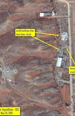 Esta imagen del 25 de mayo de 2012 proporcionada por el Instituto para la Ciencia y Seguridad Internacional (ISIS por sus iniciales en inglés) muestra la demolición de dos edificios pequeños de apoyo en el complejo militar Parchin, en Irán.   Foto: ISIS / AP