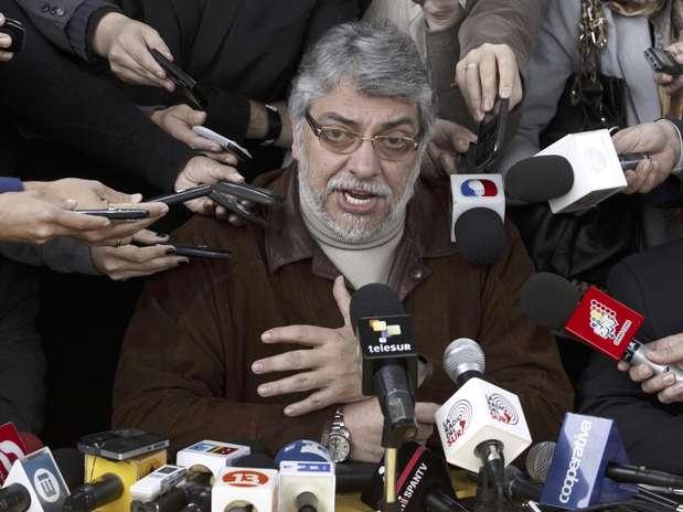 El destituido presidente de Paraguay Fernando Lugo da una conferencia de prensa en Asunción, Paraguay, el lunes 25 de junio de 2012.  Foto: Cesar Olmedo / AP