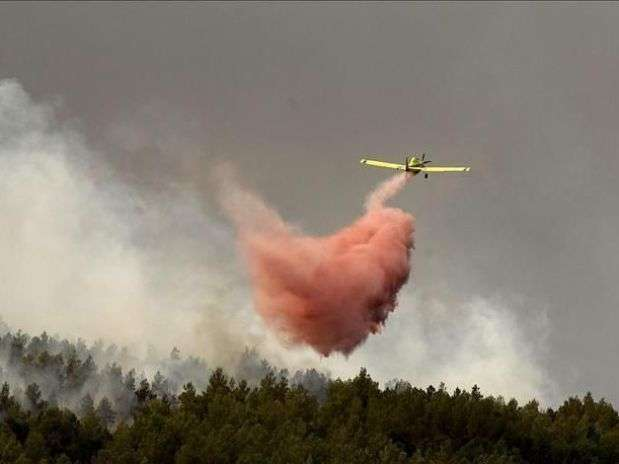 Helicópteros se estrellan mientras combaten incendios