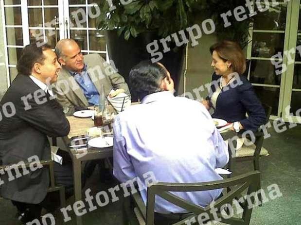 La candidata presidencial del PAN, Josefina Vázquez Mota, desayunó con Roberto Gil Zuarth, Juan Ignacio Zavala y Max Cortázar. Foto: Itxaro Arteta