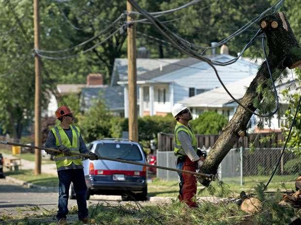 El calor se hace más intenso en los once estados donde todavía no se ha restablecido la electricidad después de las tormentas que la semana pasada dejaron sin energía miles de casas en la costa este del país. Foto: AFP