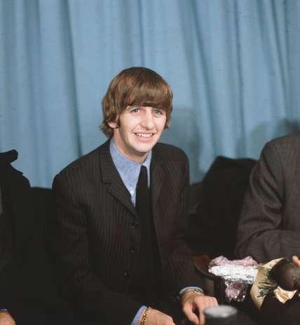 Richard Henry Parkin Starkey Jr o más conocido como Ringo Starr,  el mítico baterista de los Beatles hoy cumple 72 años de edad y una nueva cifra en el mundo de la música. El famoso artista celebra su nuevo año en medio de la promoción de su último álbum, siempre centrado en su carrera como solista. Acà te dejamos algunas de las imágenes más reconocidas del que fue uno de los integrantes de la banda más influyentes en la historia de la música. Foto: getty