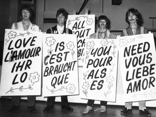 Desde hace pocos años, el 10 de julio se convirtió en una fecha especial en Liverpool. Distintas generaciones usan los diferentes vestuarios que utilizó la banda y se escuchan las canciones que después se convirtieron en himno por las calles de la ciudad.  Foto: Getty Images