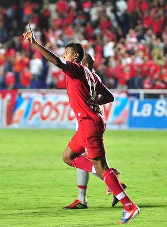 El encargado de cobrar fue Paulo Cesar Arango, quien anotó el segundo gol del América. Foto: Terra