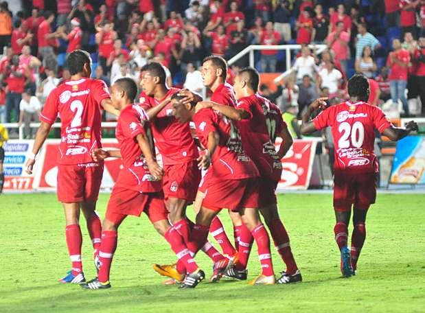 Al minuto 8 del segundo tiempo llegó el tercer gol, en una buena jugada colectiva finalizada por Jhonny Rivera. Foto: Terra