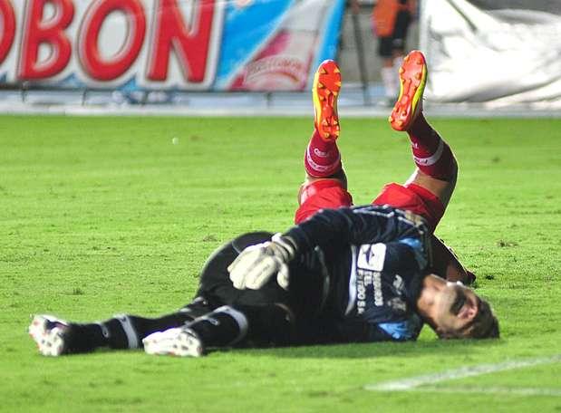El portero Cesar Giraldo salvó a Fortaleza de llevarse más goles en contra. Foto: Terra