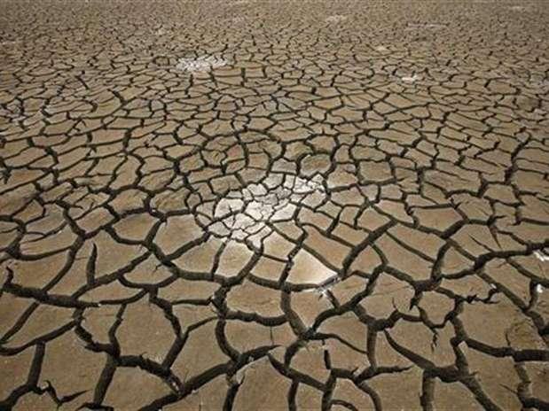 Imagen de archivo de una reserva de agua afecatada por una sequía en Siheung, Corea del Sur, jun 22 2012. El mundo está agotando sus reservas de agua subterránea más rápido de lo que pueden reponerse debido a la sobreexplotación, dijeron científicos en Canadá y Holanda. Foto: Lee Jae-Won / Reuters
