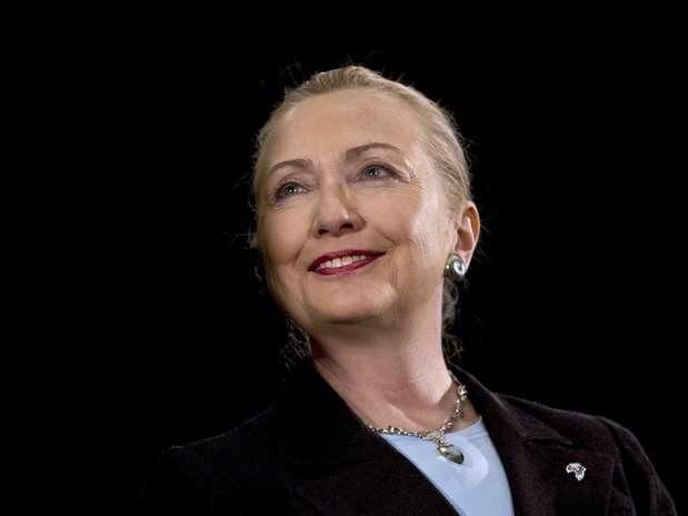La secretaria de Estado norteamericana Hillary Rodham Clinton concluye su discurso en la Universidad del Cabo Occidental el miércoles 8 de agosto del 2012, en Ciudad del Cabo,  Sudáfrica.  Foto: Jacquelyn Martin, Pool / AP