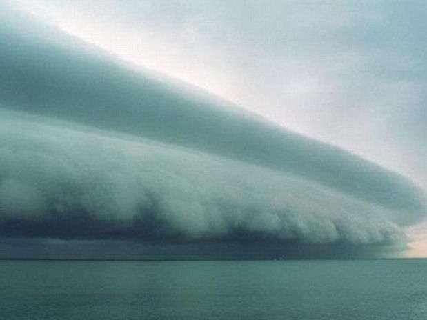 La tormenta tropical Isaac se traslada por el Golfo de México y amenaza con azotar Lousiana convertido en huracán, siete años después del paso devastador de Katrina. Foto: Twitter / Seven_marine