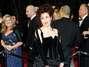 Helena Bonham Carter, en los Oscar de este año.El accesorio del Union Jack convirtió a este outfit en el más loco que haya usado. Superó a los zapatos de diferentes colores. Foto: Getty Images