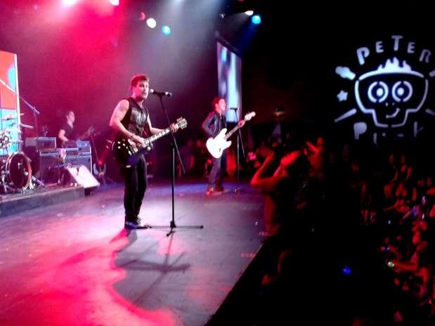 Rock Bones, banda de la serie televisiva 'Peter Punk', llegó al escenario para poner un toque de rock al festivo encuentro. Foto: Javier Garibay / Terra